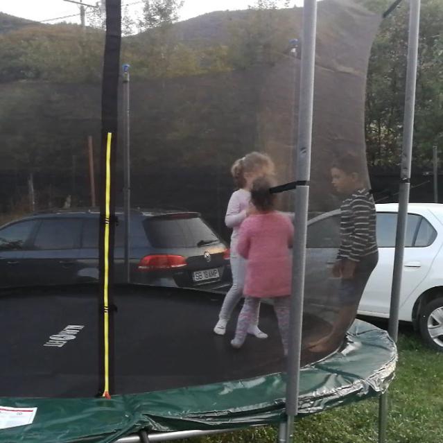 party-time-petreceri-copii-sibiu-gonflabila-trambulina-2